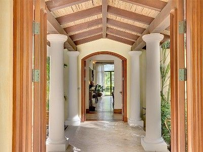 Entry walkway to front door of Casa Tropical.