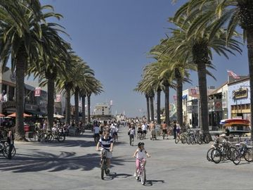 One block away from Pier Avenue and the heart of Downtown Hermosa Beach