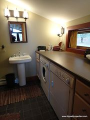 Londonderry house photo - Full bath with washer/dryer