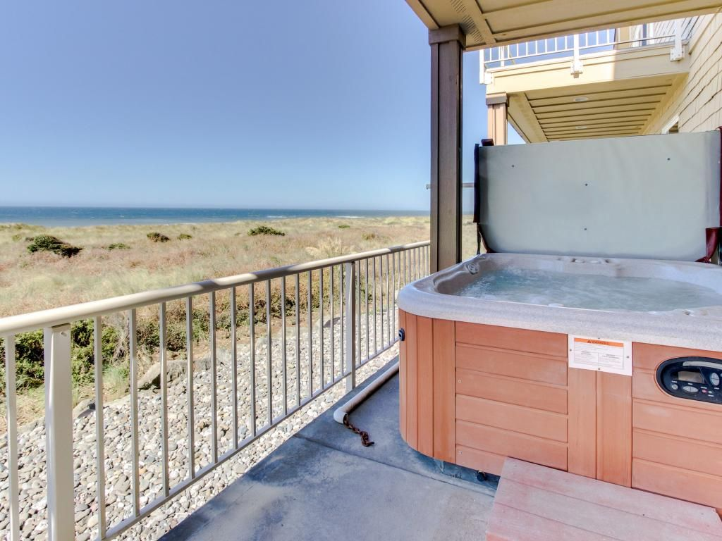 Oceanfront with hot tub balcony fireplace vrbo for Balcony hot tub