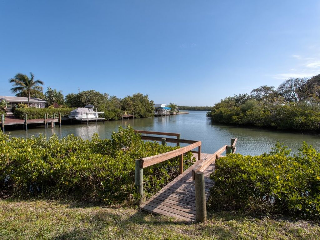 Beach location 400 m boat jetty fishing homeaway for Fish house fort myers beach