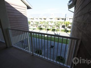 Ruskin townhome photo - Open dining area, seats 6