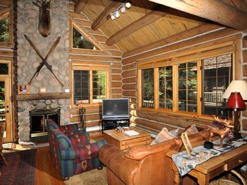 Timbercreek Lodges house rental - Open comfy living area w/ a cozy wood burning fireplace & pretty views 3000 sqft