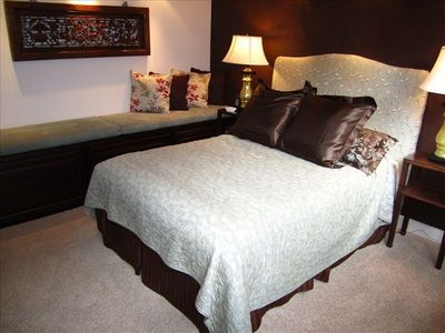 Guest Suite~Timeless Elegance, Comfort & Privacy + Large Flatscreen TV & DVD
