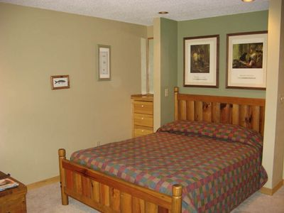 Queen bed - VRBO #40361