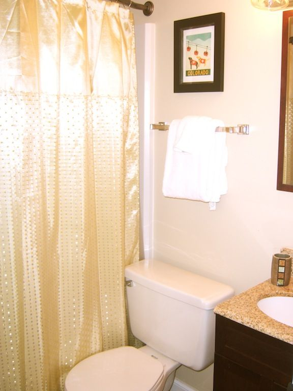 2nd. bath w/ new cabinets/Granite - Tile floors, curve curtain rod