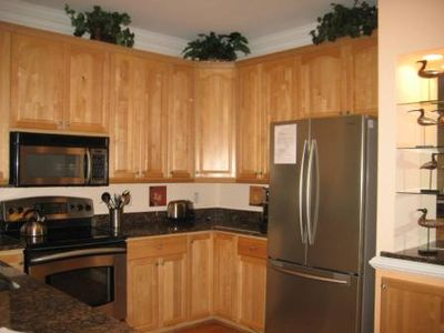 Fully accomodated kitchen, stainless steel appliances, dishwasher and granite