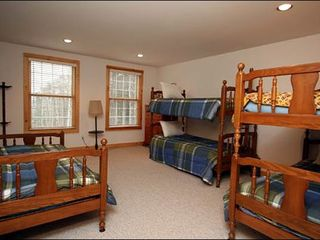 Stowe house photo - Seventh Bedroom Features Two Bunk Beds and a Twin Bed