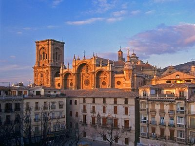 IN THE CENTRE OF GRANADA WITH WI-FI AND PARKING