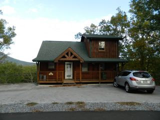 Pigeon Forge cabin photo - Front View of Easy View Lodge