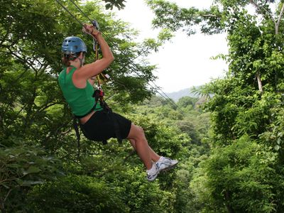 Zip through the jungle. Pura Aventura