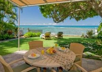 Diamond Head house rental - Outside dining, large shady yard and chaise lounges on Oceanfront