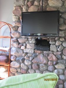 fireplace in den 40' television