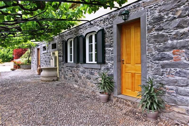 Restored stone cottages among vines & bananas in prime Funchal tourist zone - Casa das Vinhas