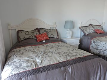 Large bedroom 2 queen beds