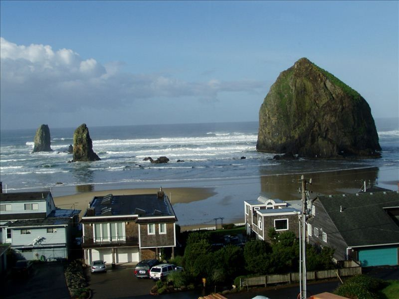 Spectacular cannon beach view home life 39 s a vrbo for Beach house rentals cannon beach