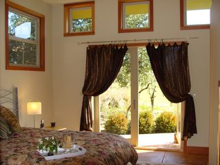 Glen Ellen cottage photo - Serene Bedroom