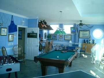 Game Room, 3rd floor, full size Pool Table, 2 TVs.