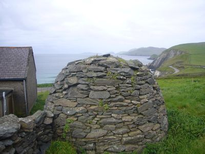 Dingle Peninsula house rental - beehive hut in the yard