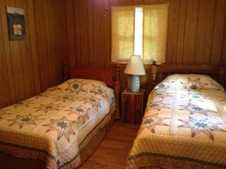 Newport cottage photo - Cozy twin bedroom..