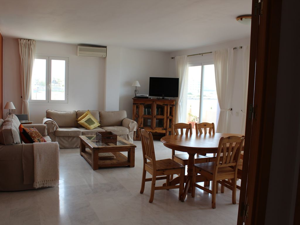 Luxury seafront apartment Beautiful seafront spacious 3