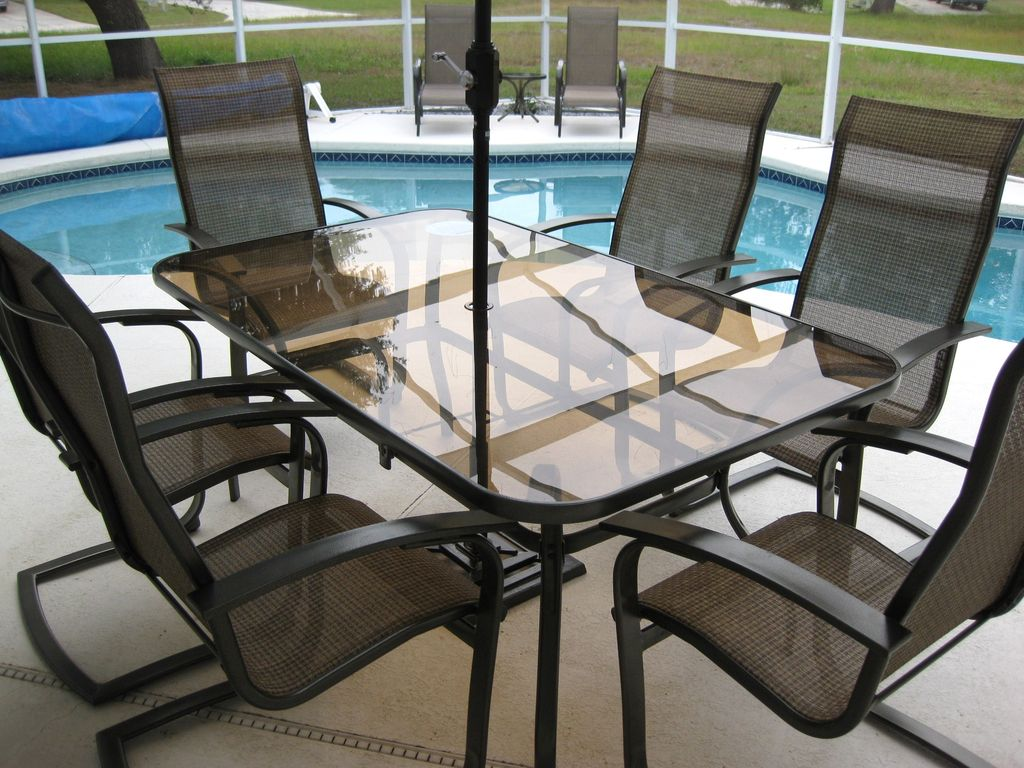 Dine out side - plus a gas BBQ - Plus loungers
