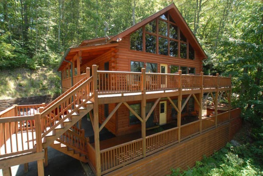 Huge cabin waterfall views galore hot vrbo for Getaway cottage