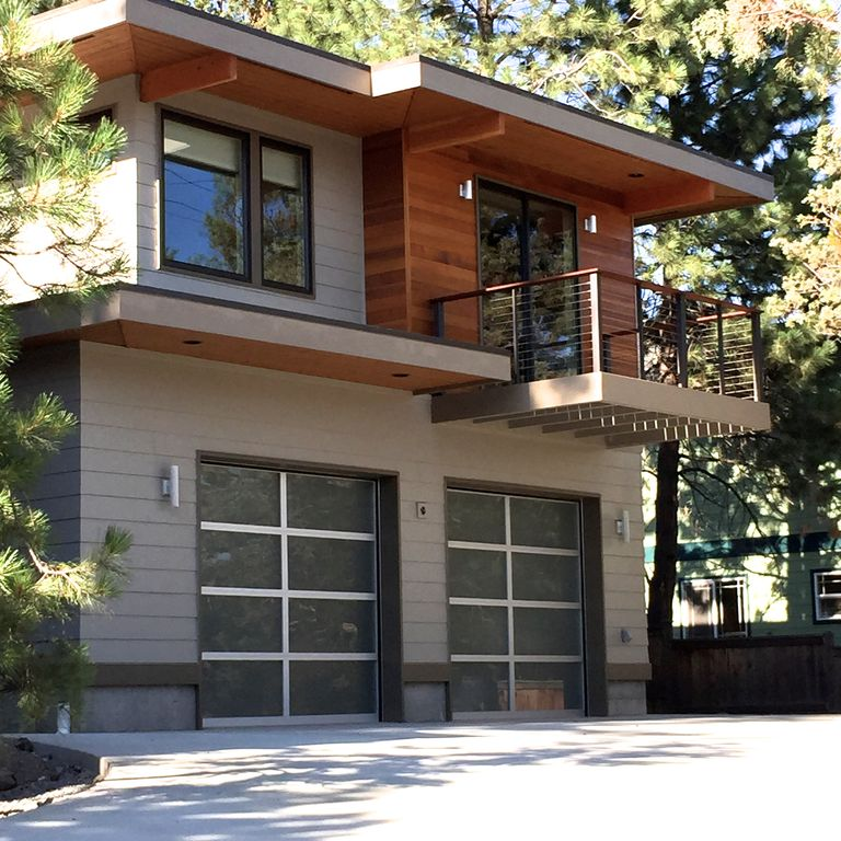 Cozy modern apartment close to town walk vrbo for Home over garage plans
