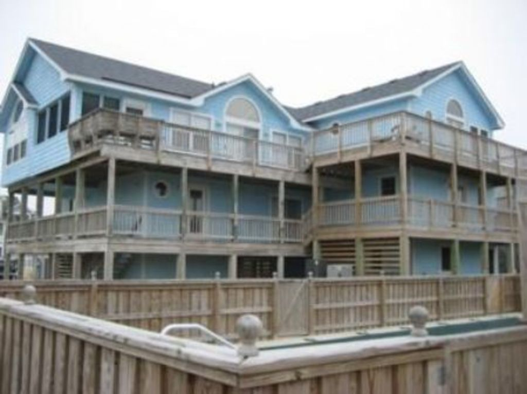 Beautiful 3rd row whalehead beach house w vrbo for Outdoor elevators for beach houses