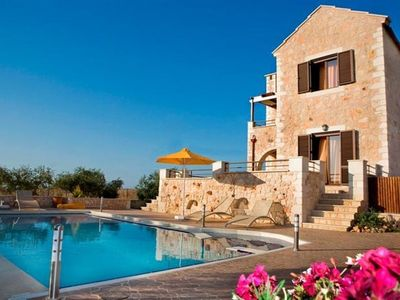 Sleeps 6 Persons Maximum. 3 bedrooms, 3 bathrooms