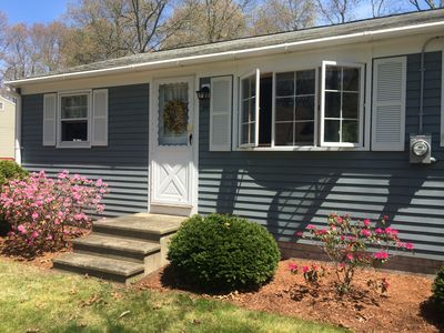 Perfectly located cottage in Pirates Cove on Mashpee Neck $1200 weekly sleeps 8