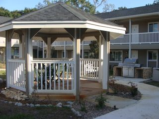Jacksonville apartment photo - One of two gas bbq grills on site