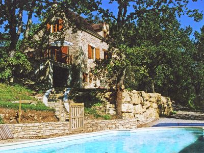Nice house with swimming pool and beautiful views over the hills of Salviac