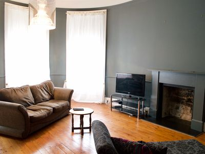 2 Bedroom Apartment with Free Parking Sleeps 4 to 6 Guests - Two Bedroom Apartment, Sleeps 6