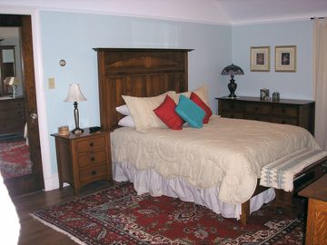 Queen bed, shaker-style furnishings