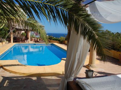 Near MORAIRA: Comfort villa with panoramic sea views, large pool and Wi-Fi