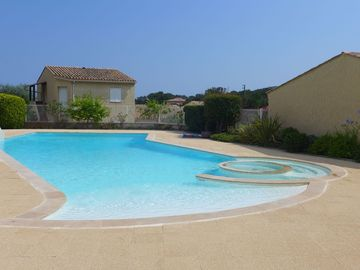 Beautiful apartment for 4 guests with pool, WIFI, A/C, TV and parking