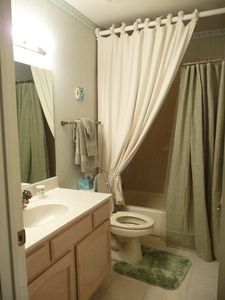 Hall Bathroom with Tub Shower