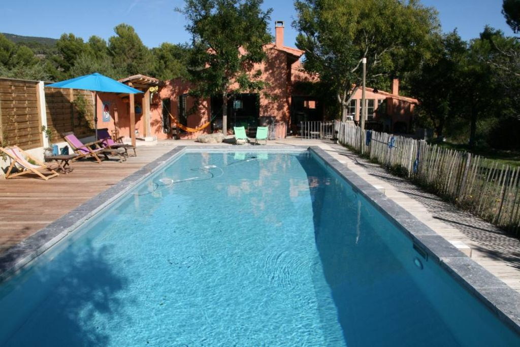 very beautiful bright house with a big swimming pool 1946333