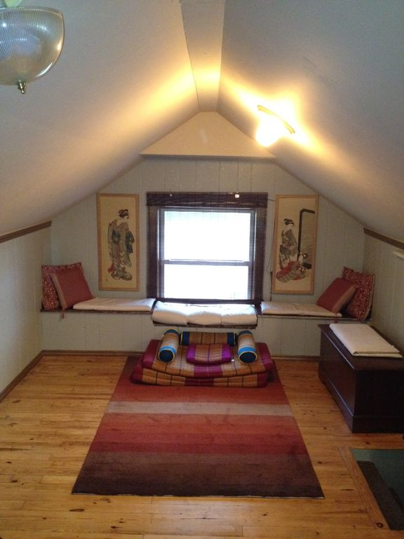 Extra sleeping space in the Loft. Great place to do Yoga and Stretch too.