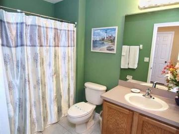 Upstairs common bathroom