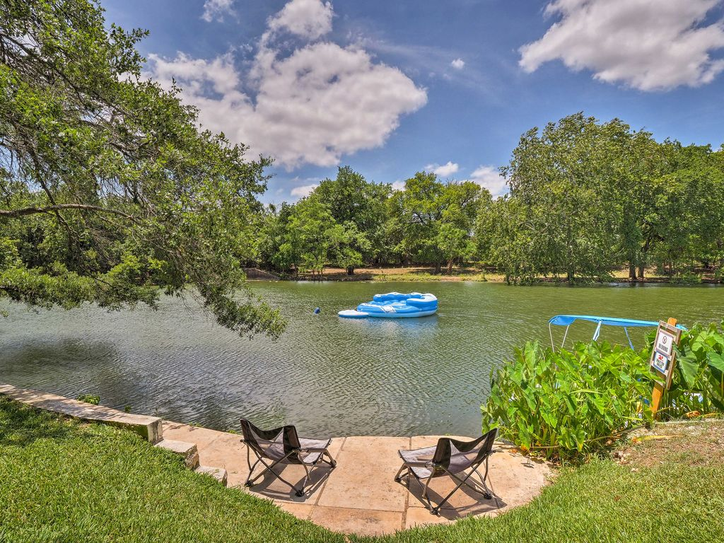 Spacious Lakefront Round Rock Home w/ Fire Pit!