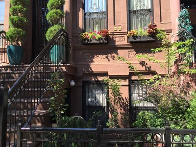 New! Stylish, Inviting Garden Brownstone Studio: Great Location & Fully Equipped