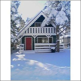 Peter Pan cabin rental - Our cabin in Winter!