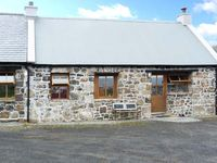 THE BARN, pet friendly in Staffin, Ref 5690