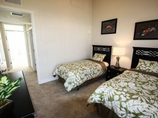 Ruskin townhome photo - Twin bedroom, flat panel TV