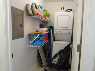 Full stocked mud room for all day beach fun and laundry