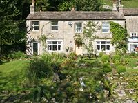 CHESTNUT COTTAGE, family friendly in Kettlewell, Ref 11703