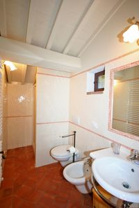 Casole d'Elsa apartment rental - one of the 3 bathrooms