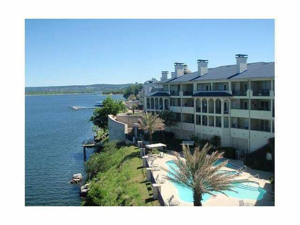 Island Sunset Views on Lake Travis in the Hill Country. Pet Friendly